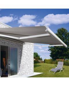store banne à alimentation solaire avec un coffre blanc et une toile acrylique de chez dickson banne sur mesure moteur somfy disponible chez monsieur sotre dans toute la région PACA