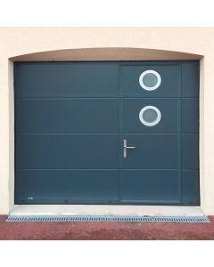 Porte de garage sectionnelle plafond avec porte intégrée, la haute performance de cette porte de garage sectionnelle  Elle offre une bonne isolation avec son acier ThermoRésistant. Installé par monsieur store La Ciotat